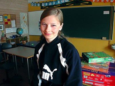 DEN ENESTE:  Sanne-Marja Utsi (16) er den eneste grunnskoleeleven i Norge med sørsamisk som førstespråk. (Foto: Rune Pedersen)