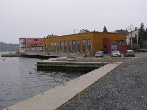 Administrasjonen anbefaler at Hødnebø gis tillatelse tiol å omregulere området.