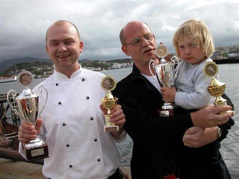 Stolte vinnere i Bacalao de Kristiansund: Roar Gimnes (til venstre) fra Nordmørskafeen ble prisvinner i klassen for profesjonelle, mens Hedda (3) og Trond Østraat tok førsteprisen i amatørklassen.
