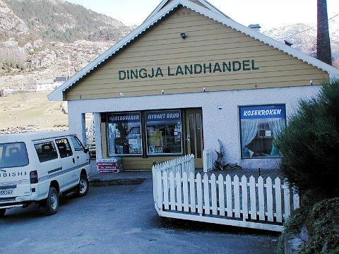 FÅR STØTTE: Dingja Landhandel i Gulen er ein av nærbutikkane som får utviklingstilskot  på 50 000 kroner. Arkivfoto: Kjell Aga Ulvestad