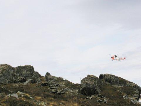 Dette Sea King-helikopteret er koblet inn i letingen etter det som kan være en isbjørn i Berlevåg.