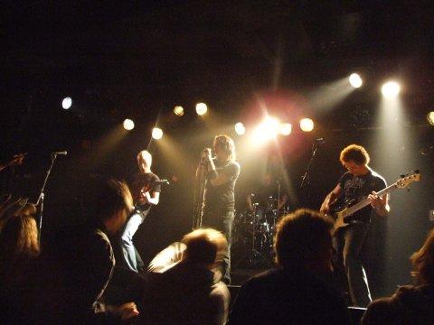 Fumigate rocket John Dee, og gikk videre til finalen i Battle of The Bands.