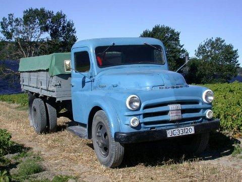 NORSK FØRERHYTTE: Leif Næss sin 1951 Dodge lastebil viser seg å være utstyrt med førerhytte fra Auto-Karosserifabrikken på Kambo ved Moss.FOTO: DAG SKOGLUND