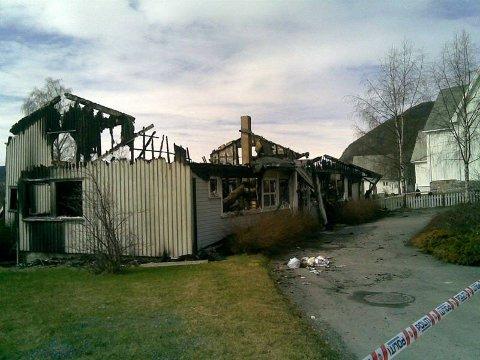 brant ned: Menighetshuset i Aurdal brant ned til grunnen natt til søndag. FOTO: GEIR NORLING