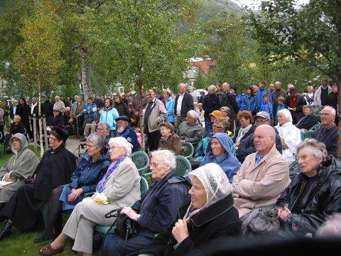 STOR INTERESSE: Mye folk var til stede under åpningshøytideligheten.