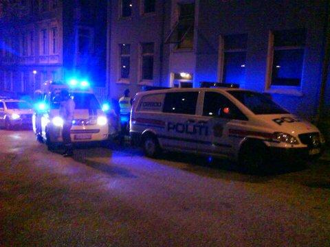 Kvinnen falt ut av et vindu i 2. etasje i Helgesens gate lørdag kveld (18.04.09).