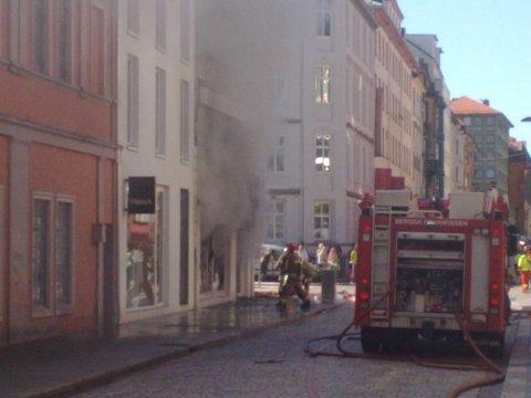Røyken sto ut av butikken i Håkonsgaten 18.