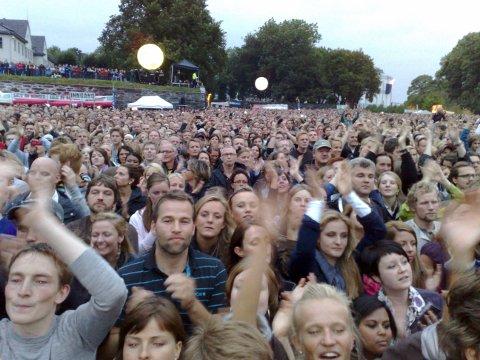 Superstemning på Koengen idet Coldplay entrer scenen.