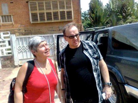 Mathilde Moland og Rune Edvardsen ved hotellet i Kisangani.