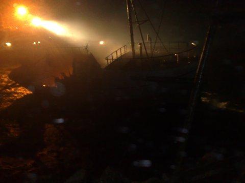 Gamle Nonstind som lå ved kai ved bruket tok også fyr. Fortøyningen brant og båten drev inn i en steinfylling hvor den ble liggende å brenne.