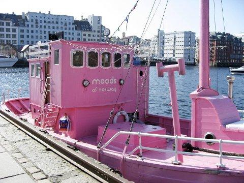 Den lett gjenkjennelige Moods of Norway-båten har vært i Bergen før. Dette bildet er fra 2007.