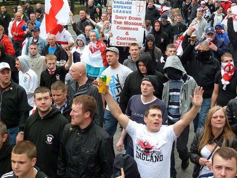 ENGELSK KOBLING: Norwegian Defence League er søstergruppe til English Defence League, som har markert seg med store demonstrasjoner i England.