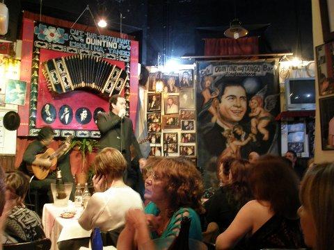 Tangonatt: På klubben Quintinos i Buenos Aires.  Det er gjerne fullt trøkk til seks-syv om morgenen, forteller Nina. Foto: Privat
