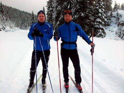 Eirik Østenå og Andreas Friis, som representerer «team» Live Arctic, testet både ski og energibarer i skiløypene på Svanstul i helga. Nå vil Friis komme i kontakt med flere lokale bedrifter for å teste ut smak og virkning av produktet.
