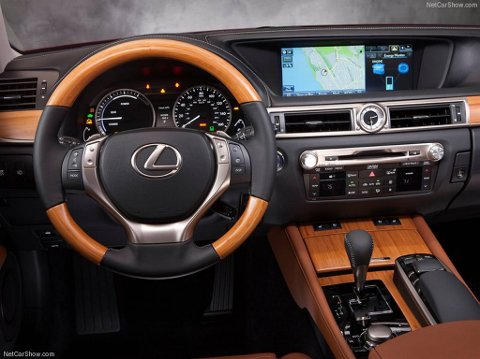 Lexus GS 450h.