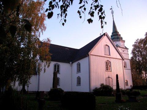 Tilhengerne av å bygge den nye kirken mest mulig lik den gamle vil legge bånd på seg, og samarbeide konstruktivt for at byen ikke får en såkalt NAV-kirke på Kjerkehaugen.