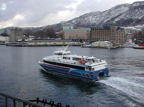 Samferdsledepartementet opphevar løyvet Fjord1 fekk til å drive kommersiell turisttransport mellom Bergen og Flåm.