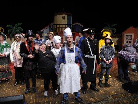 Skuespillerne skapte glede og kunne motta en velfortjent hyllest fra en fullsatt kultursal. Alle foto: Jan Erik Sørlie