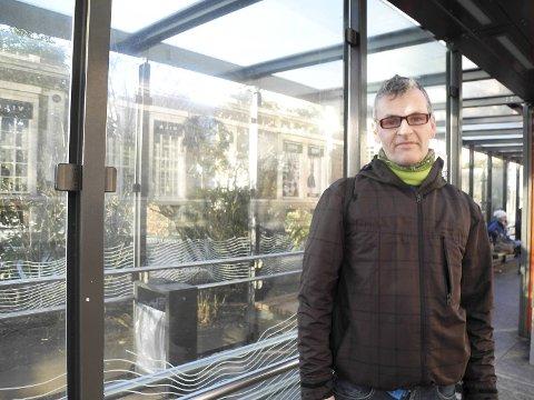 Håkon Hamlander har for det meste positive erfaringer med å reise med bybanen, men rushtiden er kaotisk synes han.
