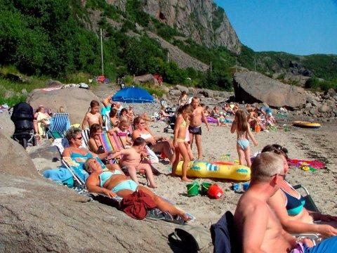 BADELIV: - Jeg har et ønske for sommeren. At alle verdens kvinner skal ligge med kroppen i sola og tankene i skyggen, skriver Kirsti Bergstø.   (illustrasjonsfoto)