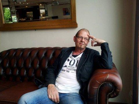 Stig Nilsson laget video til gammel schläger da han besøkte hjembyen Kristiansund i juni. Foto: Jorunn Westeraas