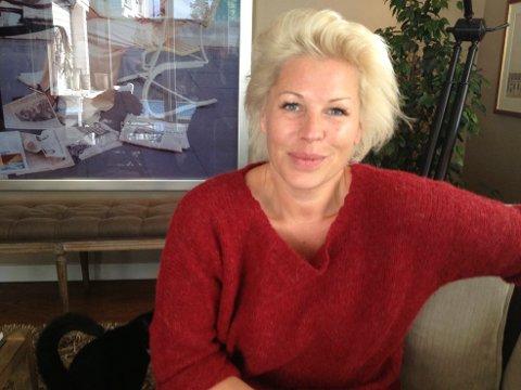 """Anne Kat Hærland gleder seg til å stå på scenen i """"hjembyen"""" Halden onsdag. På fredag kan du også få et gjensyn med henne på Knut Nærums lag i """"Nytt på Nytt""""."""
