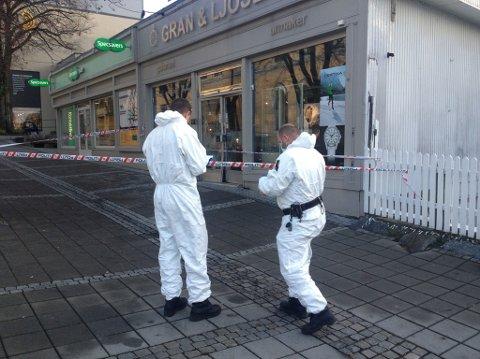 Krimteknikere gjorde undersøkelser etter innbruddet tirsdag morgen