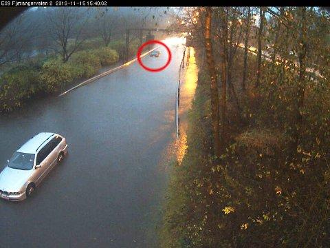 Denne bilen havnet under vann på Fjøsangerveien.