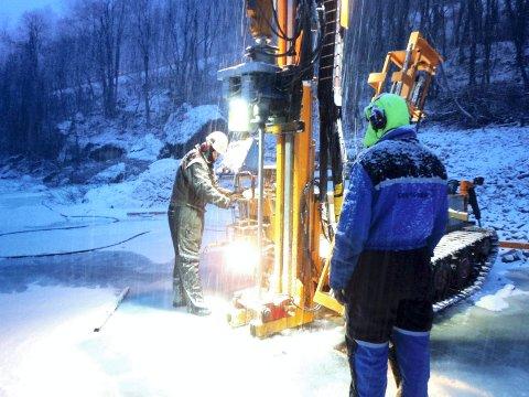 To vintre: Det tok to vintre for å finne egnet sted for plassering av fiskesperre. Foto: Bård Ragnar Skatvold, Sweco AS)