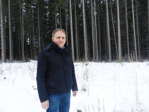 Håkon Tolsby i Aremark næringsforum vil ha vindmøller.