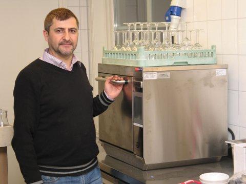 LANG PUBERFARING: Ercan Yolcu har bodd i Gran i 15 år. Her har han drevet både med forretningsdrift og som pubansvarlig.