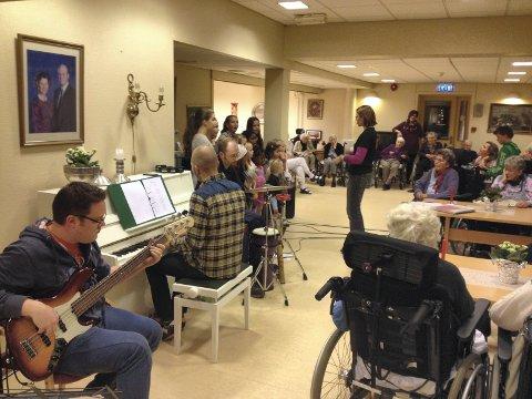 Korene fra Frikirken har hatt jevnlige konserter på Hønefoss omsorgssenter, men nylig ble underholdningen avlyst.