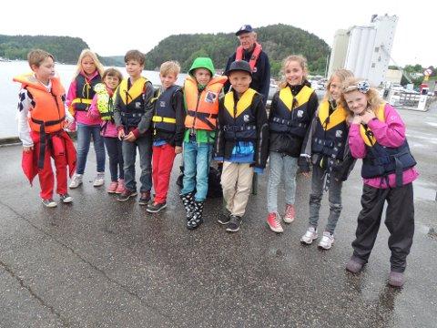 10-åringene som deltar under sjøvettkampanjen på indre havn var alle sammen enige om at de ønsket et påbud om redningsvest.