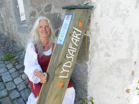 Lydsafari kaller Solveig Løvhaug tilbudet sitt. I sommer er hun å treffe i festningen i portrommet nedenfor Den gamle kommandant.