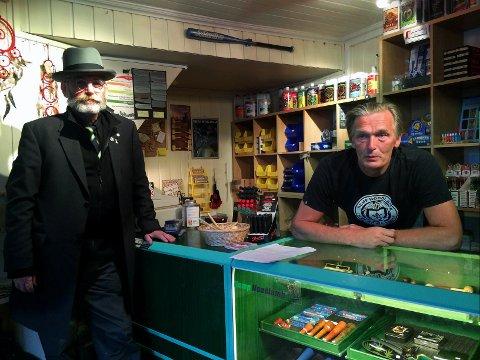 Atle Kierkegaard (t.v.) og Helge Ekrem satser på at cannabis om kort tid blir legalisert i Norge. De to står i spissen for et nyetablert selskap for import og salg av cannabisprodukter. Selskapet har samme adresse som Ekrems butikk, Hampen, i Tromsø.