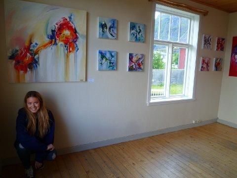 -Galleriet er egentlig blitt bedre enn jeg trodde det skulle bli, sier Isabelle Reilo Riis som åpnet sitt nye galleri på Bekkhaugen på Å fredag