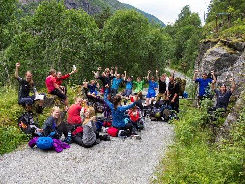 villmarksliv med et smil: En flokk glade ungdommer er nettopp kommet ned fra Hardangervidda sommeren 2013. Foto: Fred Larsen