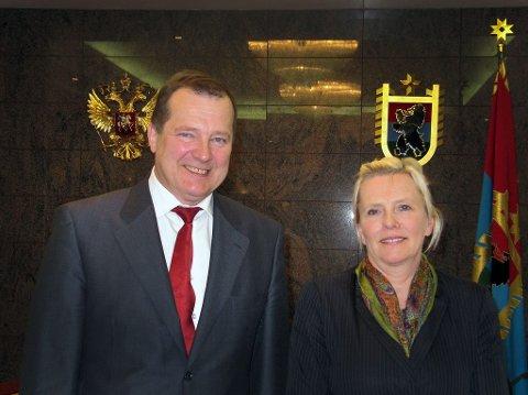 CV: Pia Svensgaard har jobbet med barentssaker som fylkesråd i Troms og som leder av Barents regionråd. Her med Karelen-guvernør Sergey Katanandov i 2010.