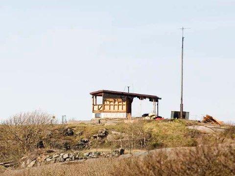 Innenfor gjerdet: Rivingen av det gamle kontrolltårnet ble stoppet umiddelbart da politikerne reagerte.