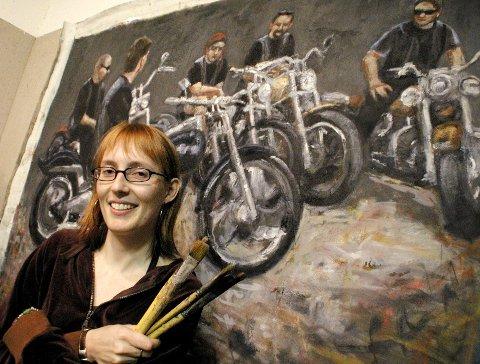 LITT MC-FRELST: Newyorkeren Anki King fra Harestua har i ett år malt bilder av medlemmer av motorsykkelklubben Soppen MC. Bildene blir stilt ut i klubbens lokaler fra 30. september.