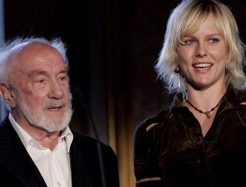 HOVEDROLLE: Ingrid Bolsø Berdal fikk Heddaprisen som fjorårets debutant, overrakt av Espen Skjønberg. Hun har en hovedrolle i Roar Uthaugs film.FOTO: SCANPIX