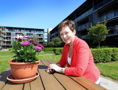 GJENNOMSNITTSALDER: Leder i Nitelva Borettslag, Ella Karlstad, konstaterer at snittalderen er høy. Det samme er trivselen.