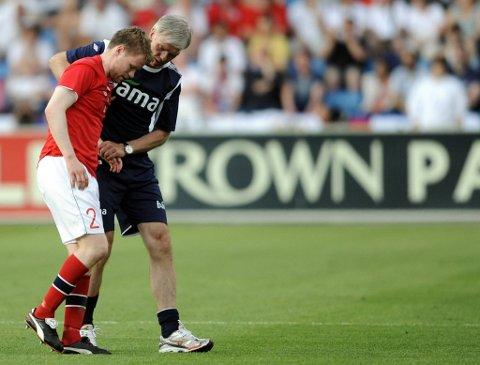 Tom Høgli måtte ut med skade.