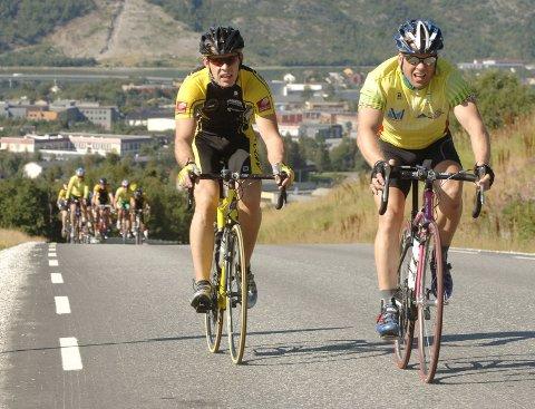 Sykkelritt Marka Rundt fra Remma. Tor Arne Bonsaksen (t.v.) hang med Hugo Strand til Andåsbakken på siste runde. Der rykket moværingen og Bonsaksen var sjanseløs