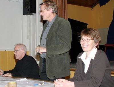 Leder i Sørum Sp, Harald Stokstad (t.v.), varaordfører Ivar Egeberg og kommunestyrerepresentant Kari Tveit Mjønerud har hatt en tung tid mens saken om ny barnehage i midtbygda har pågått.