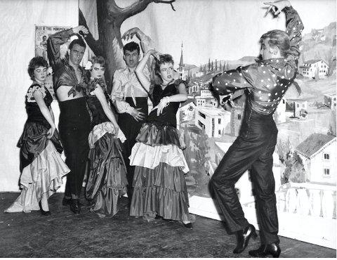 Russerevy: «Jump-pol-o'gøy» besto av to flotte balletter. «Under sydens sol» er navnet på denne, instruert av «Nuppen» Mokkelbost.