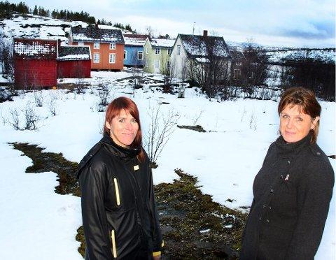 IDYLL: Gro Agnethe Stokke og Irene Endresen i Tromsø kommune skal forvandle området på Hella om til et koselig julemarked 7. og 8. desember.Alle foto: Stian Saur