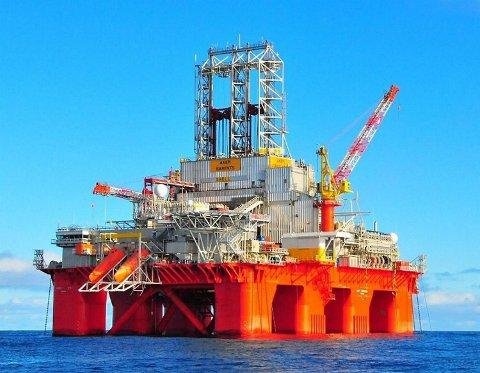 Transocean-selskapet vil stå for boringa. Dette er ein søsterrigg - «Transocean Barents».