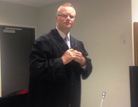 Førstestatsadvokat Eirik Stolt-Nielsen bekreftet i retten tirsdag at politiets rutiner rundt loggføring av  nødsamtaler er endret etter voldtektsforsøket.