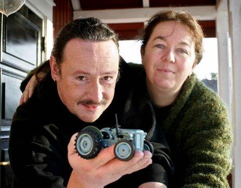 Morten Myklebust og Anne Thowsen i Fantasi-Fabrikken har skapt og videreutviklet Gråtass. De har mange planer og ideer både for traktoren og flere nye figurer. Det nye Gråtasstunet i Lardal skal stå ferdig sommeren 2005.